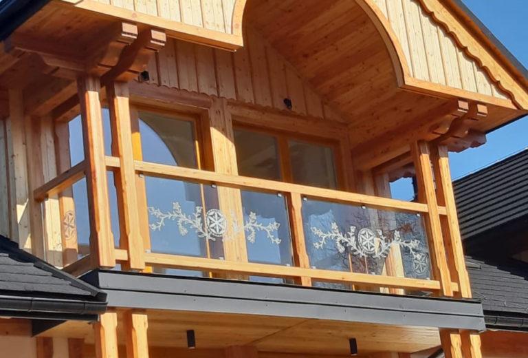 Balustrady szklane z góralskim akcentem